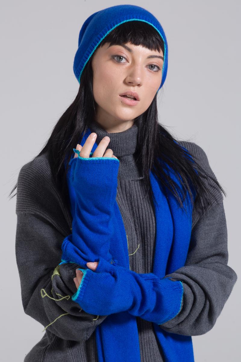 Blue cashmere knitted mitten