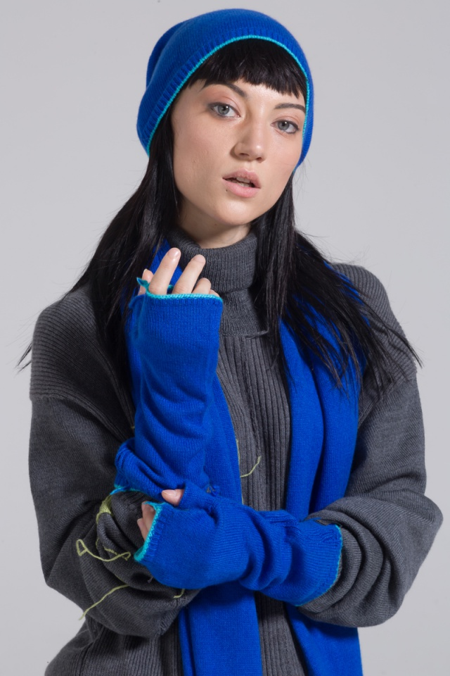 Cashmere knitted blue beanie