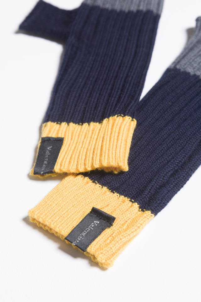 knitted navy mittens